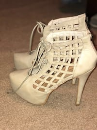 Pair of off white leather peep toe heeled shoes Miami, 33186