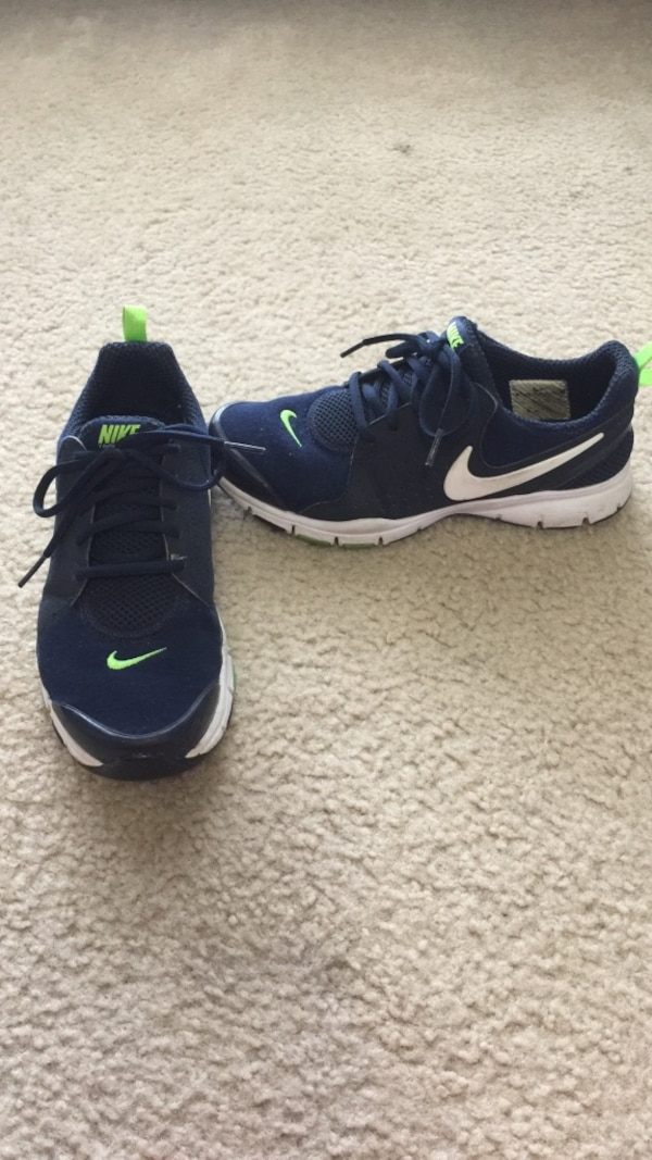 top brands amazon preview of Women's size 7 navy-blue-and-white nike shoes