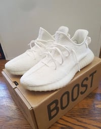 pair of white Adidas Yeezy Boost 350 with box Montréal, H4R 2H1