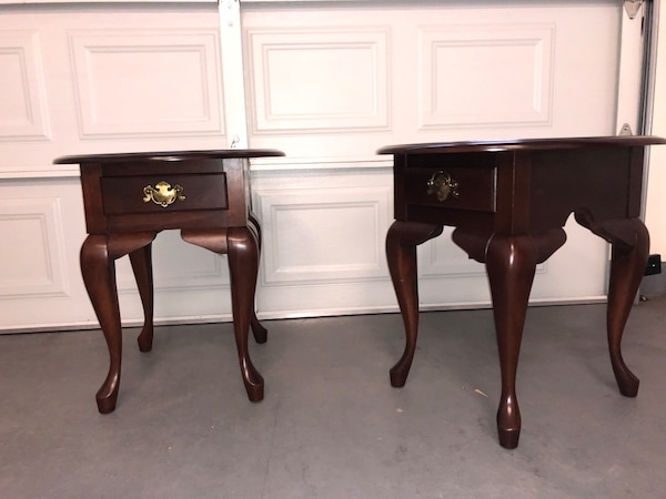 Leisters Furniture Queen Anne Cherry End Tables