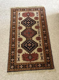Persian rug.hand made. 52 by 32 inch. 100 percent wool. Coquitlam, V3E 3B1