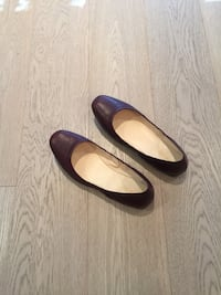 Size 6.5 Nine West Burgundy Maroon Leather Flat Shoes!