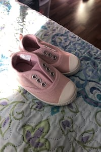 Size 5 toddler shoes Keswick, L4P 3R7