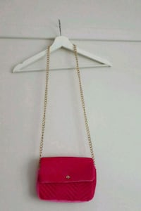 Neon pink velvet small bag is available. Gamle Oslo, 0190