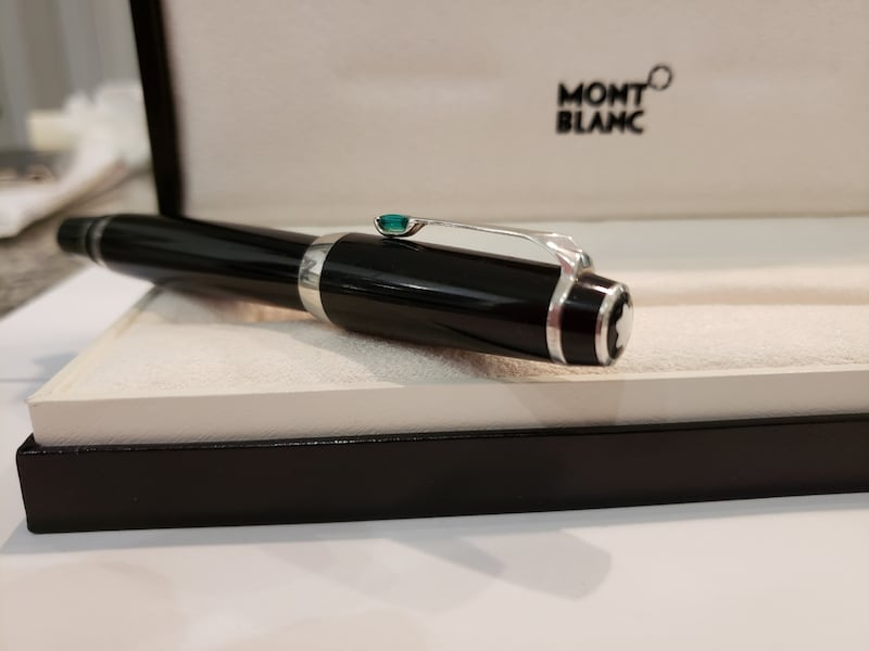 Montblanc Boheme Pen with green jewel 30eb7f9e-61e1-468c-b38c-d36e592da3a9