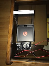 Beats by Dre ear buds black and red Mississauga, L5A 1K5
