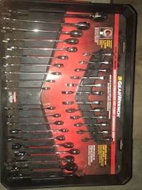 Complete Set of Ratcheting Wrenches Glenford