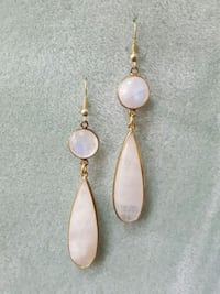 "Moonshine gemstone 3""dangle earrings Arlington Heights, 60004"