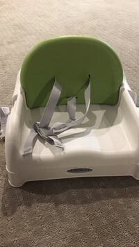 baby's green and white booster seat Lincoln, 01773