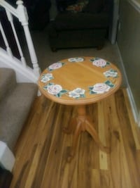 round oak wooden floral table