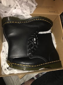 Womens Dr Martens size 8 brand new in box