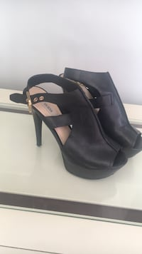 Leather shoes. Supper comfortable  Size 6.1/2. Coquitlam, V3C 2C2