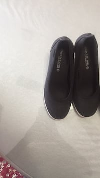 pair of black slip on shoes Longueuil, J4L
