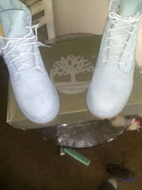 New in the box never been worn Timberland waterproof size 6 boys