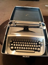 VTG Royal Safari Manuel Typewriter w/Hard Case Carencro, 70520