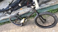bmx bike  built bike alot of parts that wasnt cheap Brusly, 70719