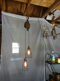 Antique pulley industrial pendant with Edison bulbs