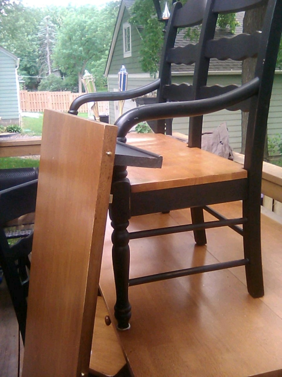 Photo Kitchen table, chairs, bench seating