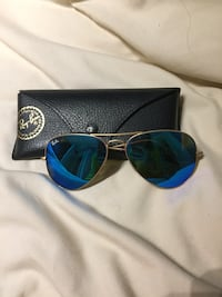 gold-colored framed Ray-Ban aviator sunglasses Hampstead, H3X 2X8