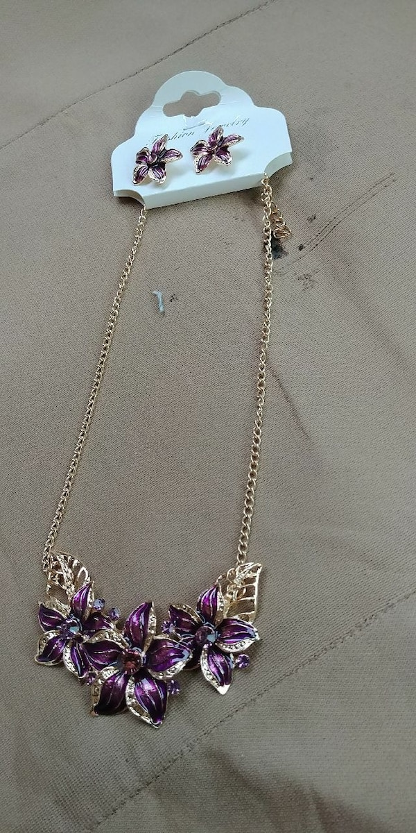 New Beautiful Necklace and Earings