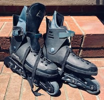 Inline skates come w/ elbow pads and carrying satchel.