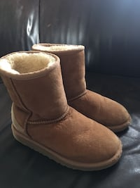 UGG Suede Girls Boots (size 1) Toronto, M8X 1R5
