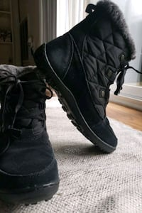 Barely used. Size 7.5 Columbia snow boots. Baltimore, 21202
