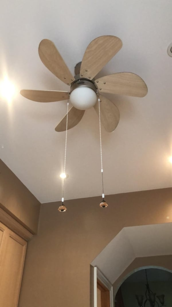 Various ceiling lights and fans 3361a660-efc8-47ee-b87f-9a85518311f9