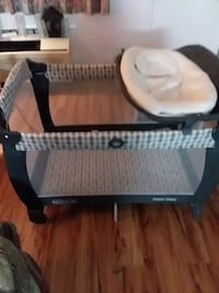 baby's black and white travel cot Chattanooga, 37421