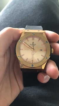 Round gold-colored analog watch with link bracelet Montréal, H1E 0V2