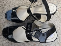 Pair of black sandal with stripes size 7 1/2 Arlington, 22205
