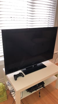 black flat screen TV with remote 558 km