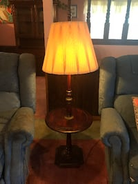 Vintage accent table with lamp