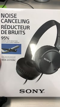 Sony noise canceling headphones Vancouver, V6A 2M2