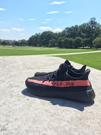 Used pair of black Adidas Yeezy Boost 350 V2 for sale in Crofton - letgo efb1c62d8