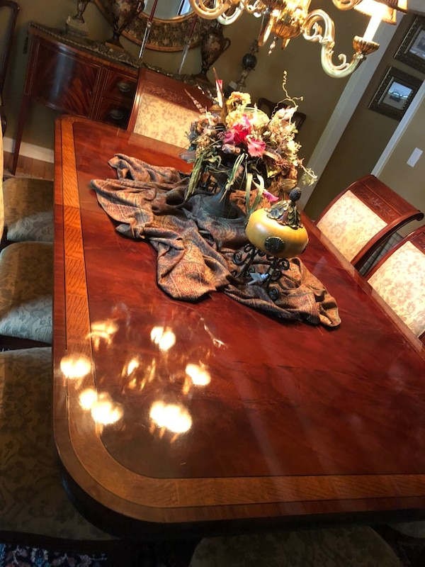 Henredon dining room table and chairs