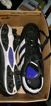 Adidas used 8.5 cleats  Victoria, V9B 0G9
