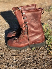 pair of brown leather boots 2230 mi