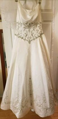 Moving Sale!  Beautiful embroidered wedding dress  McLean, 22102