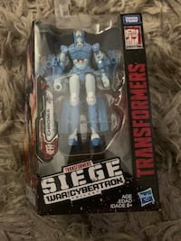 Transformers Siege Chromia Deluxe Action Figure