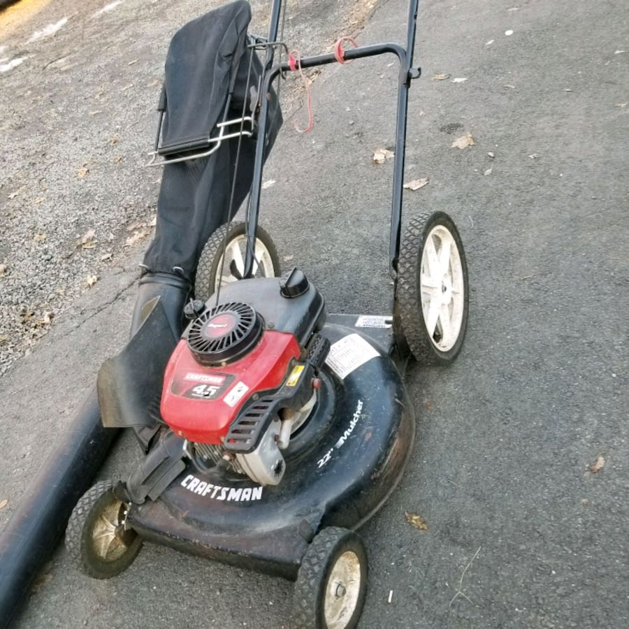 Craftsman 4.5 hp with mulch bag .push mower