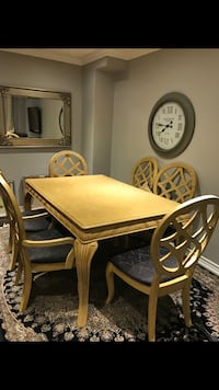 Stunning dinner and coffee table set