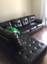 black leather tufted sectional couch Fort Lauderdale, 33301