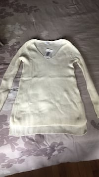 gray crew-neck sweater Montréal, H1R 2W9