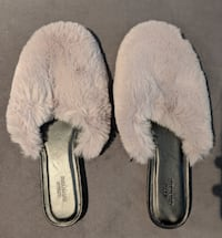 (BRAND NEW) Urban Outfitters Fur Slippers (3) Vaughan