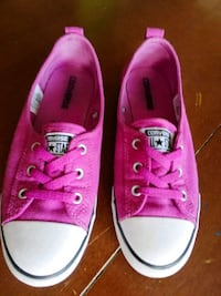 pair of pink Converse low-top sneakers Richmond Hill, L4E 3S6