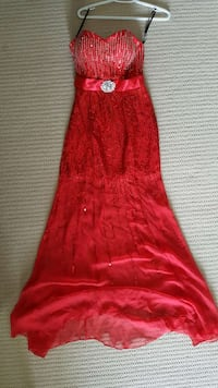 Red Alyce prom/evening gown size 4 Kitchener, N2P 2Y7