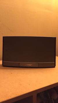 Bose sound dock portable iPhone speaker
