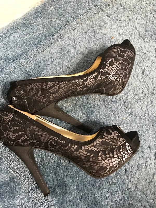 Pair of brown leather peep-toe heeled shoes 3c382f6a-0eb0-4bdd-a2a0-51956112439d