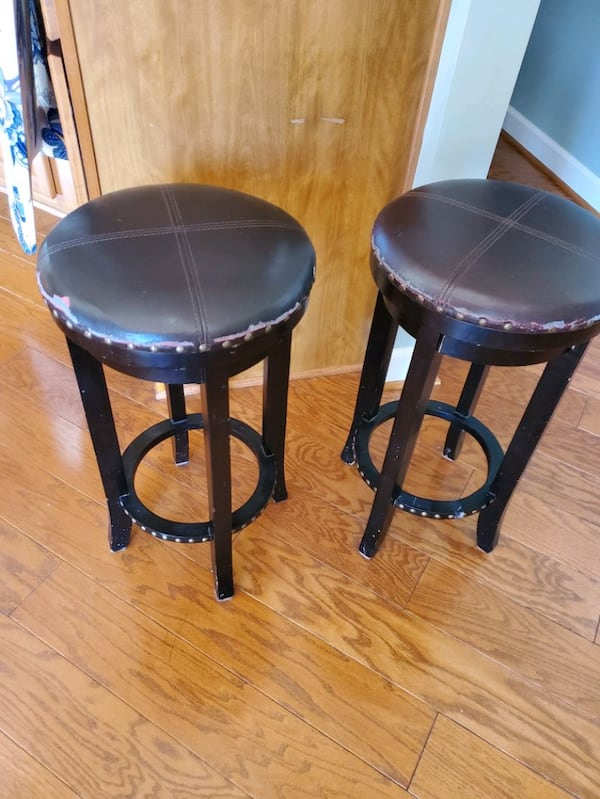 pair of bar stools  a03f5de4-0d40-4203-b05a-9ced4b1b9a91